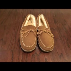 Minnetonka shearling lined moccasin slippers 11